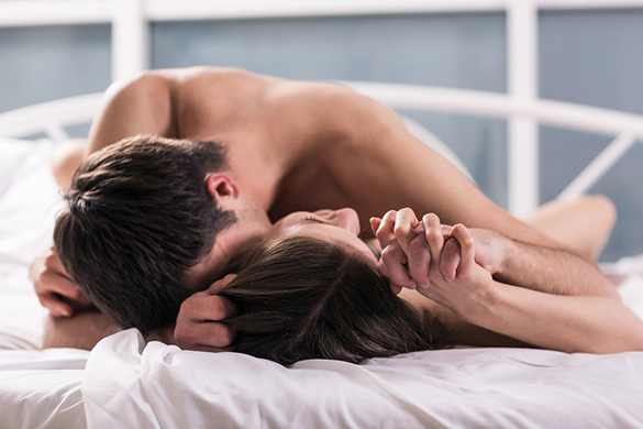 couple-having-sex-in-bed